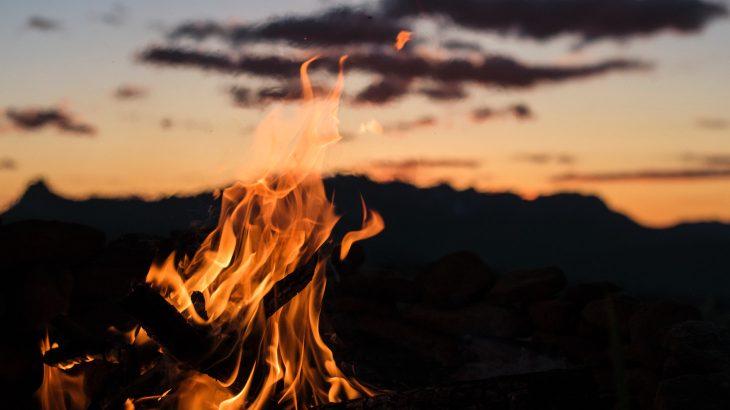 国指定の文化財。火と鬼が舞う浜松引佐町の祭「寺野ひよんどり」